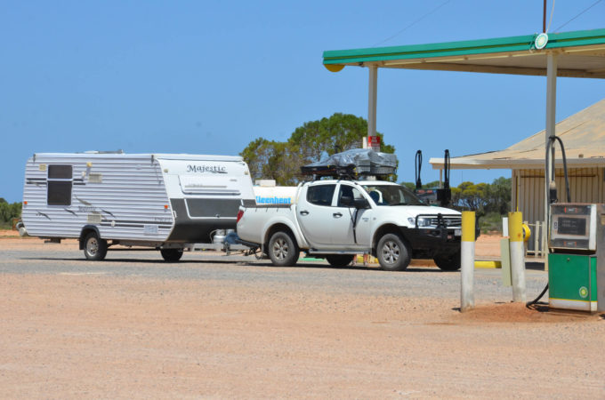 caiguna roadhouse nullarbor plain